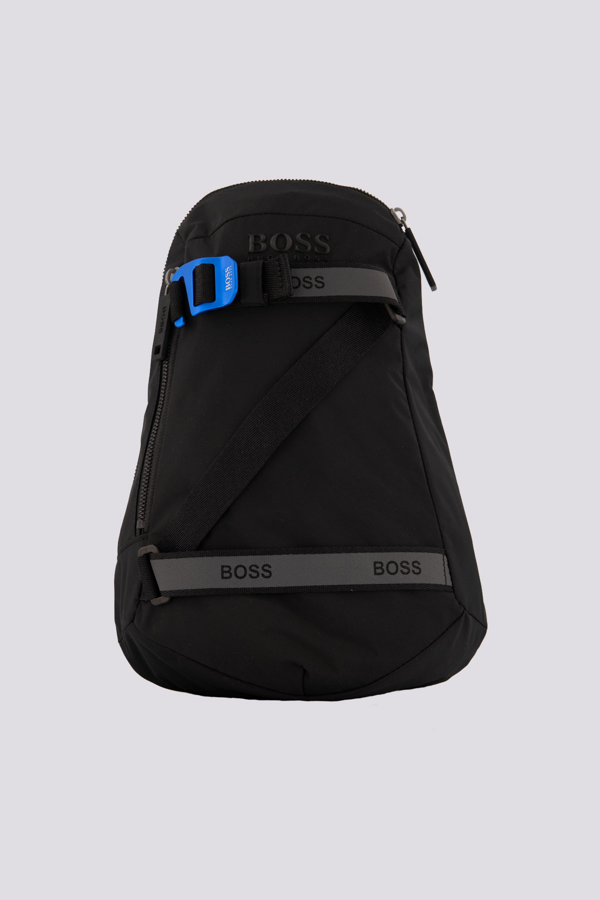 Backpack marca BOSS  de nylon estructurado con correas con logo.