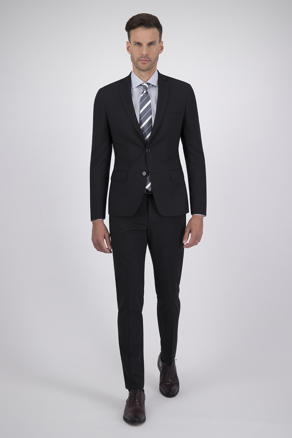 Traje High Life corte Extra Slim con tejido 100% lana negro