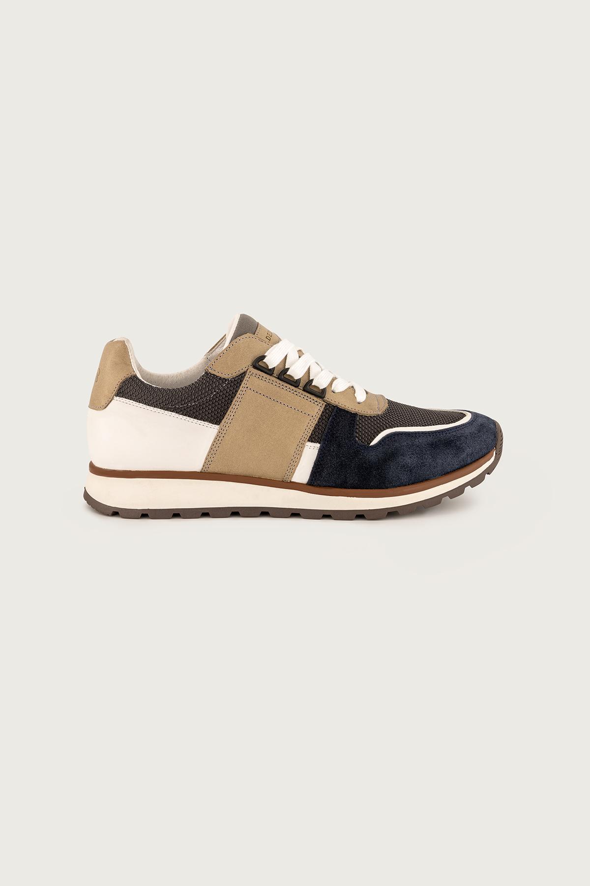 """Sneakers  CALDERONI, modelo """"Cerdeña"""" color azul."""