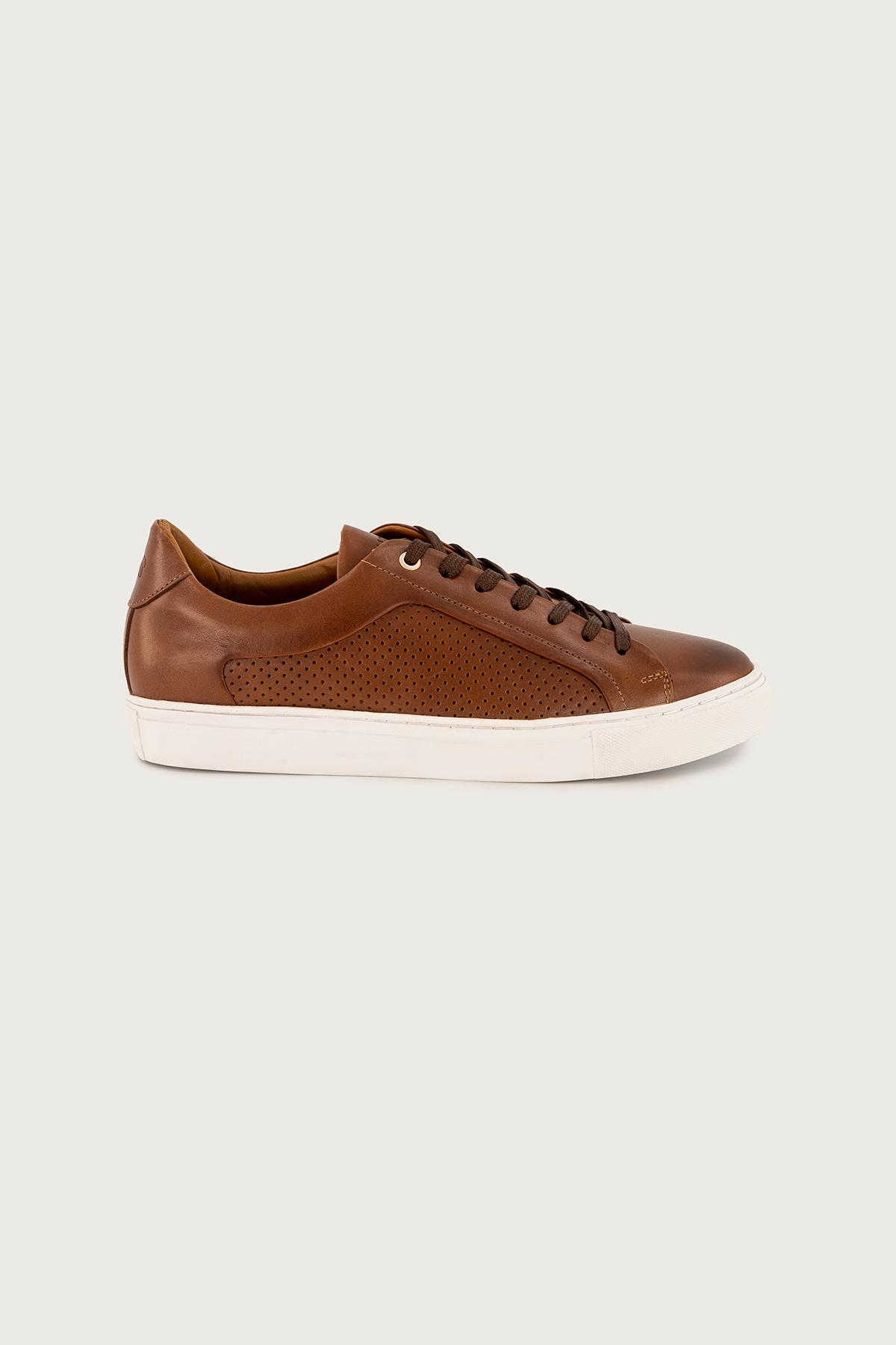 "Sneakers CALDERONI, modelo ""Milano"" piel color Cogñac."