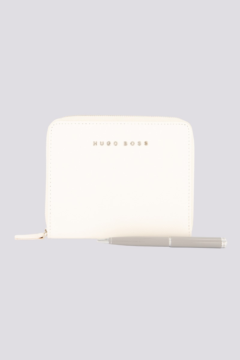 Carpeta Marca Boss en piel Saffiano color Cream
